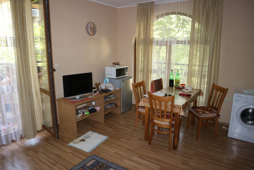 Двустаен апартамент Слънчев Бряг кухня всекидневна