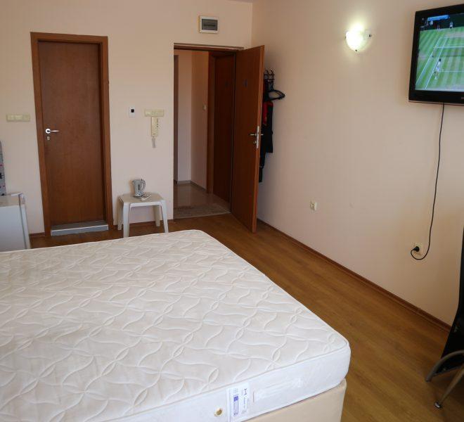 Едностаен апартамент Слънчев Бряг спалня кухня