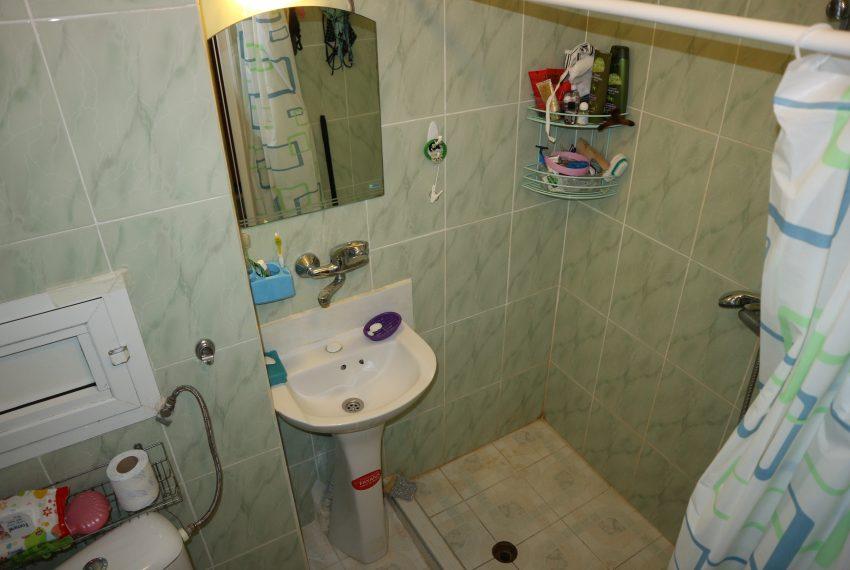 Тристаен апартамент в Несебър баня