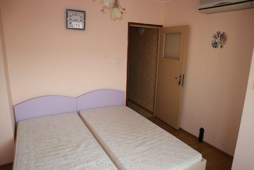 Тристаен апартамент в Несебър спалня