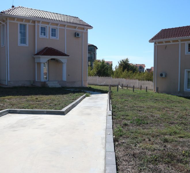 къща с територия Кошарица паркомясто