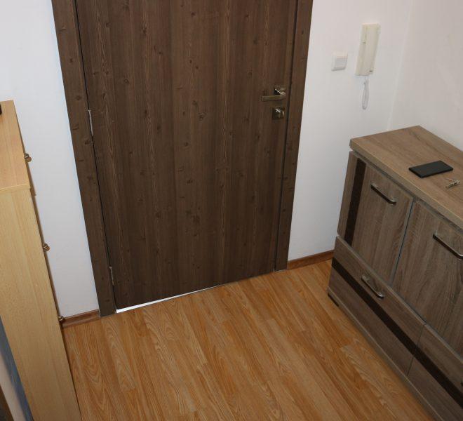 Едностаен апартамент в Несебър без такса с гледка море коридор