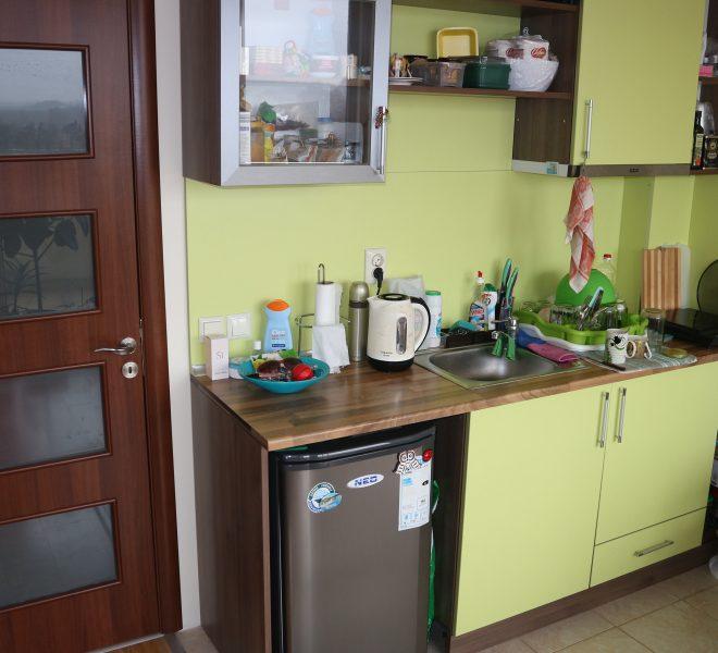 Едностаен апартамент в Поморие кухня