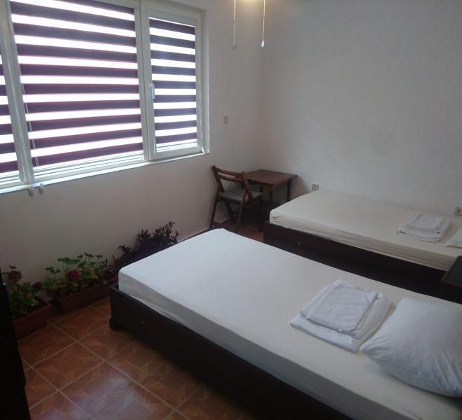 Тристаен апартамент в Несебър без такса спалня