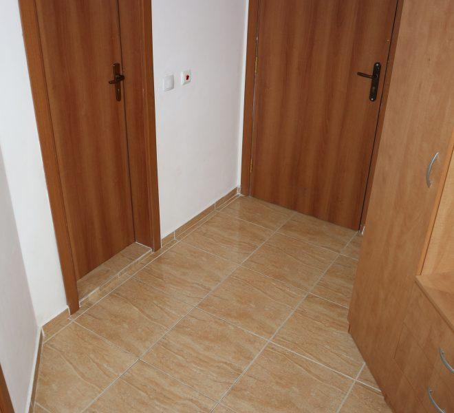 Двустаен апартамент в Свети Влас с частична гледка море коридор