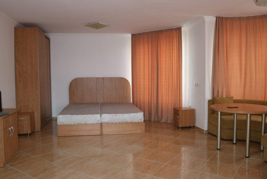 Двустаен апартамент в Свети Влас с частична гледка море спалня всекидневна