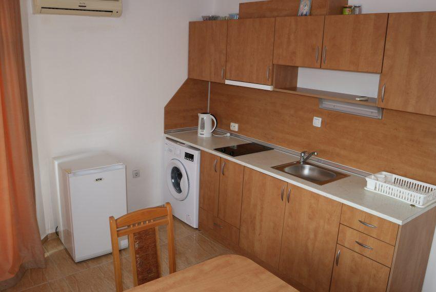 Двустаен апартамент в Свети Влас с частична гледка море кухня
