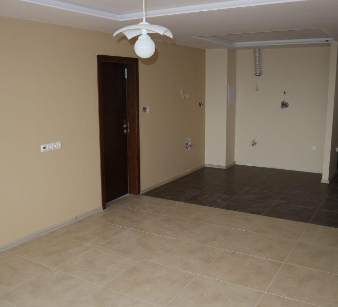 Тристаен апартамент с гледка море в Равда кухня